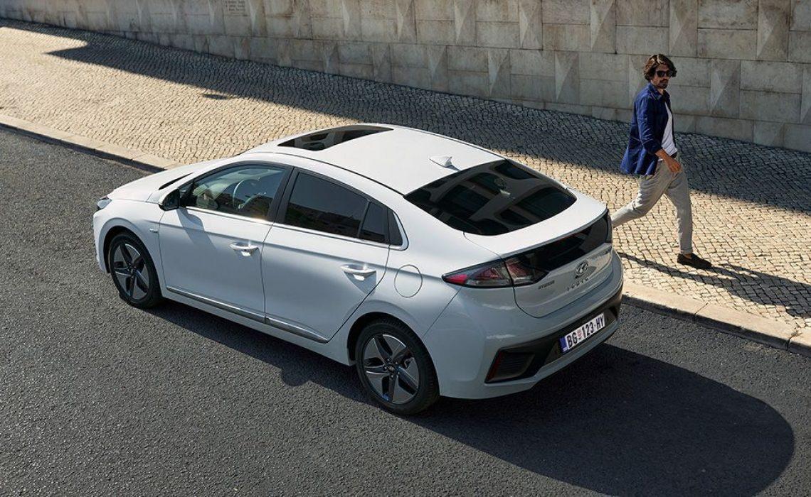 Rešenje bokova i zadnjeg dela automobila omogućuju dobro pozicioniranje baterije