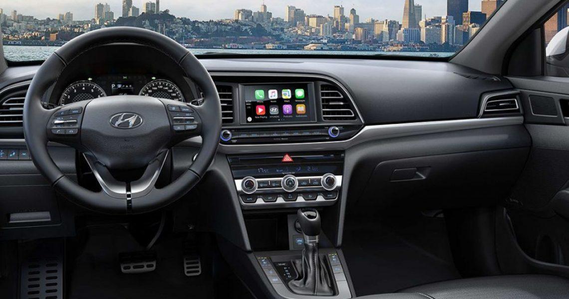 Audio sistem i bežični punjač telefona su na dohvat ruke vozaču i suvozaču
