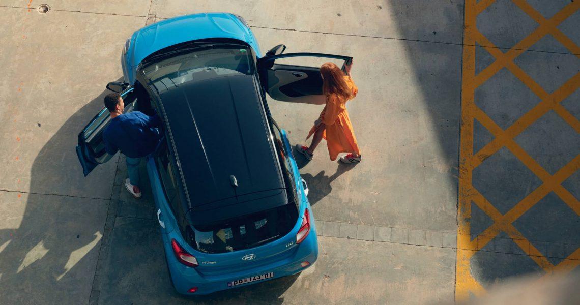 Spoljašnjost u dve boje pojačava atraktivan izgled najmanjeg Hyundaija