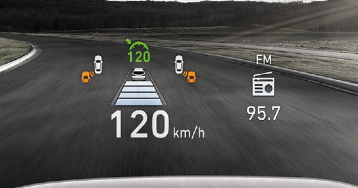 Hyundai Santa Fe - interaktivni ekran na vetrobranskom staklu